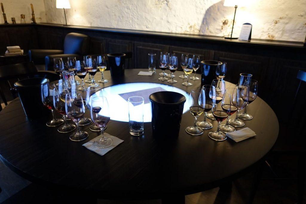 Een lege tafel